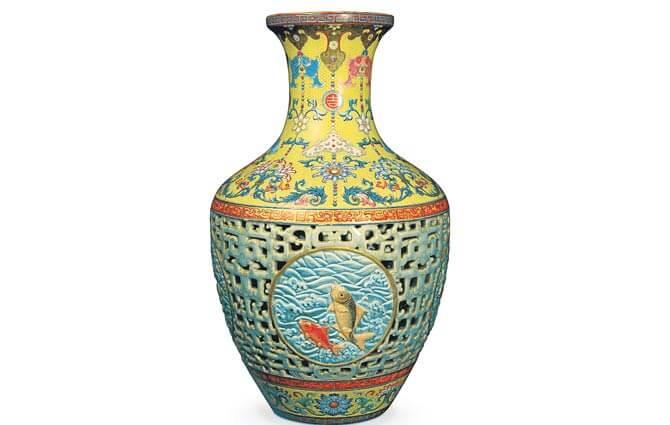 Ваза династии Цин была выставлена на торги аукциона Bainbridges за миллион долларов. Куплена за $83 миллиона.