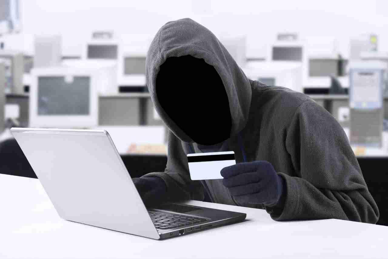 Будьте осторожны! Мошенников в интернете много, а халявы - нет.