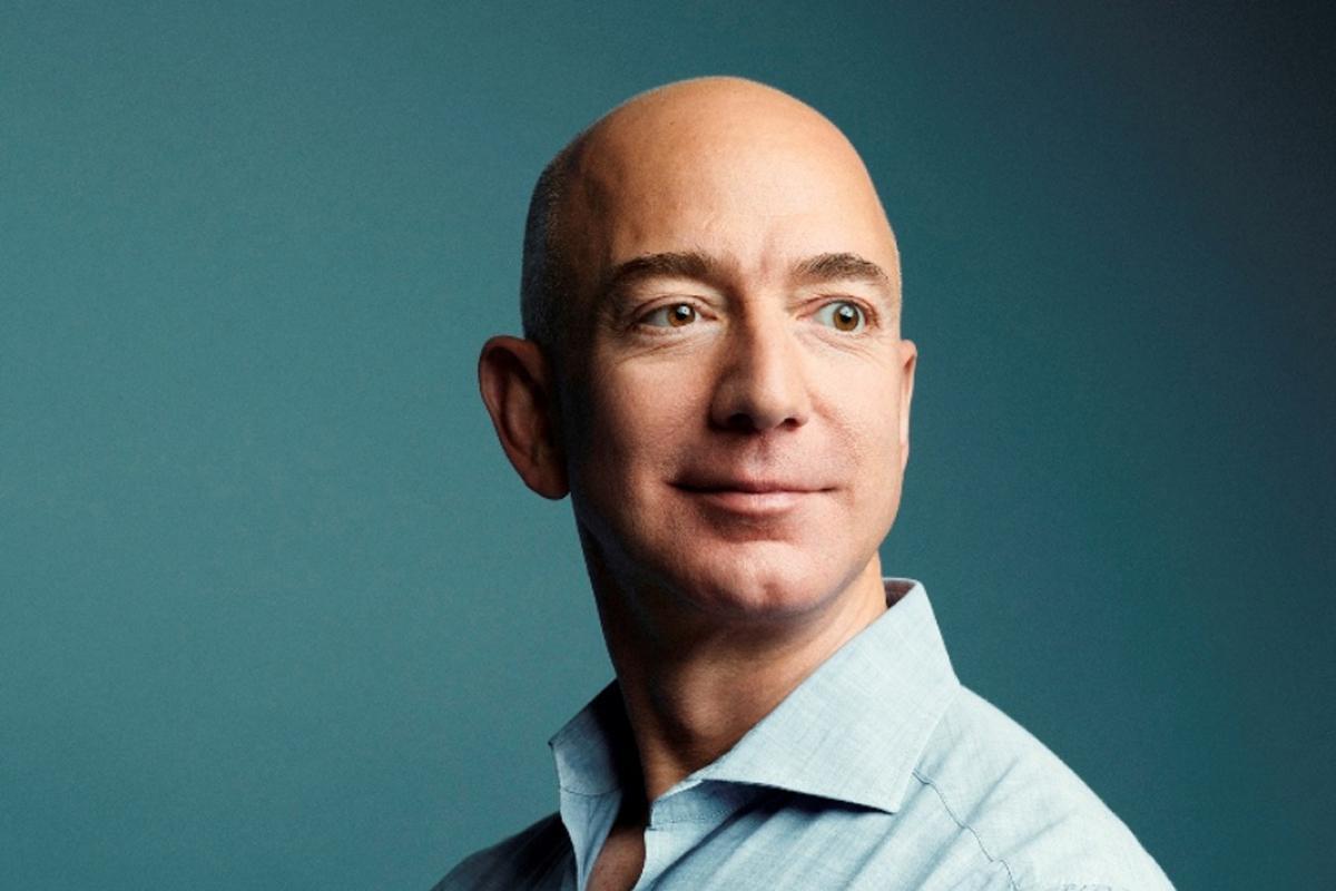 56-летний Джеф Безос - самый богатый человек в 2021 году